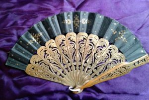 Fan fashion accessory
